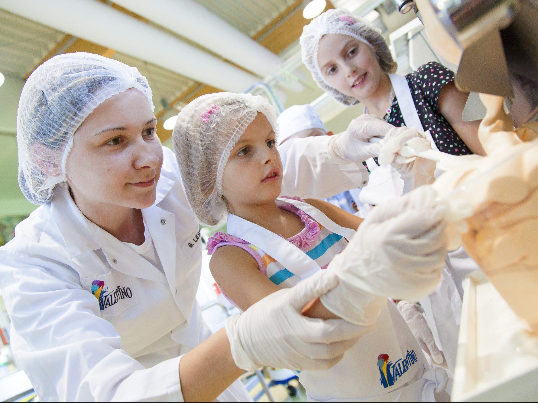 Mitarbeiter in der Produktion der Valentino Eismanufaktur